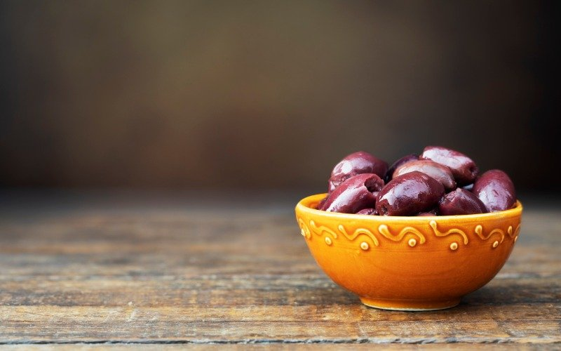 bowl of kalmata olives are they healthy