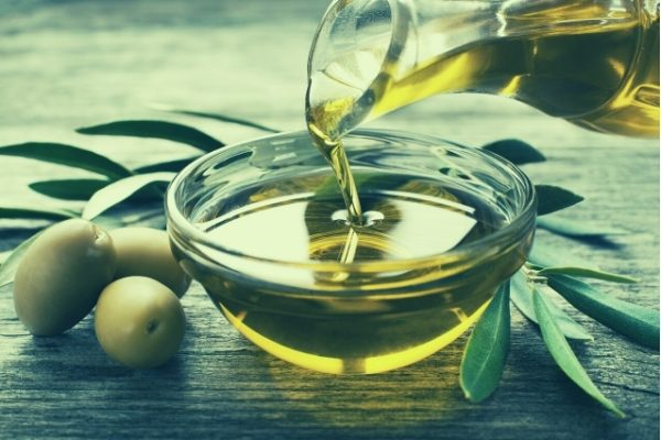 olive oil poured into bowl - buying guide